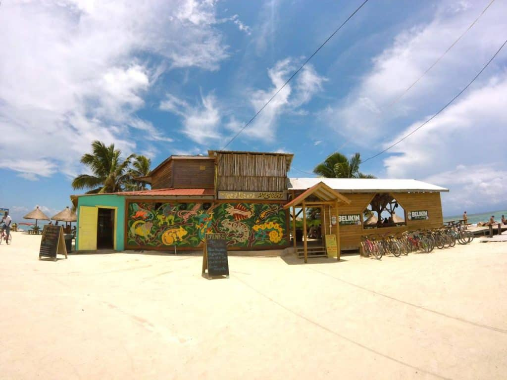 Lazy Lizard Bar auf Caye Caulker in Belize