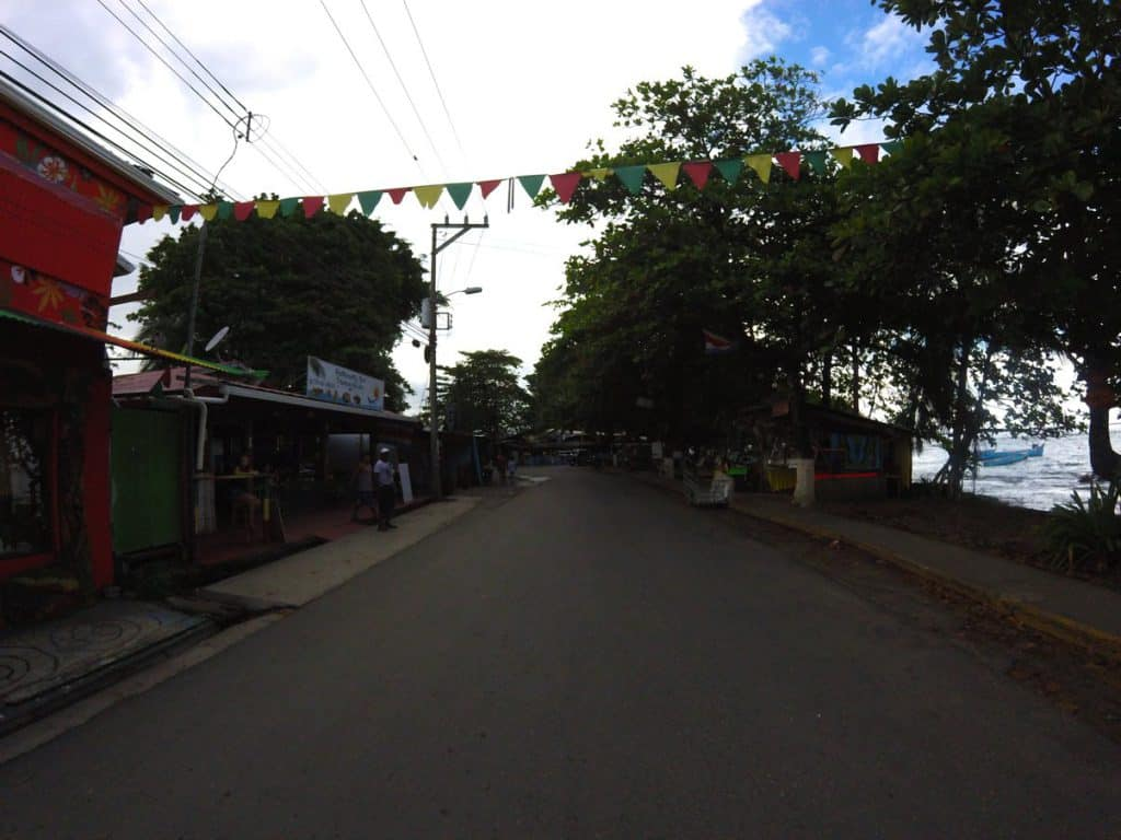 Straße in Puerto Viejo in Costa Rica