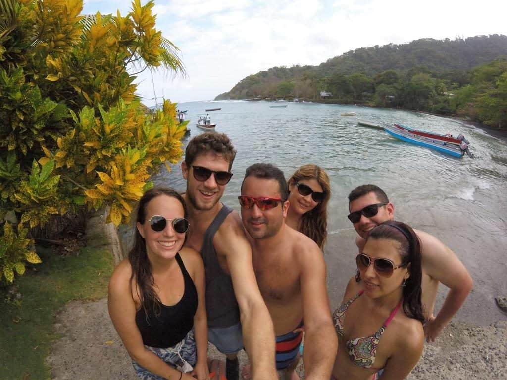 Unsere neuen kolumbianischen Freund und wir am Playa Aguacate in der Nähe von Capurganá