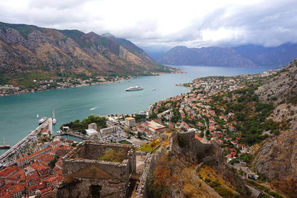Boka Bay und Festung von Kotor Backpacking in Montenegro