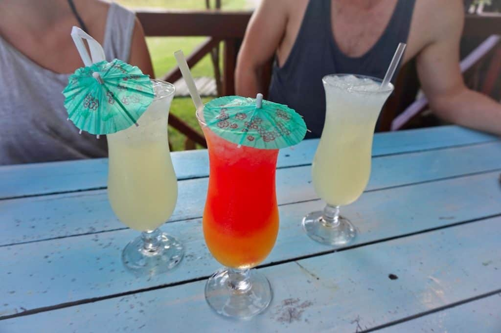Leckere Cocktails in der Bar von der Sodwana Bay Lodge in Südafrika
