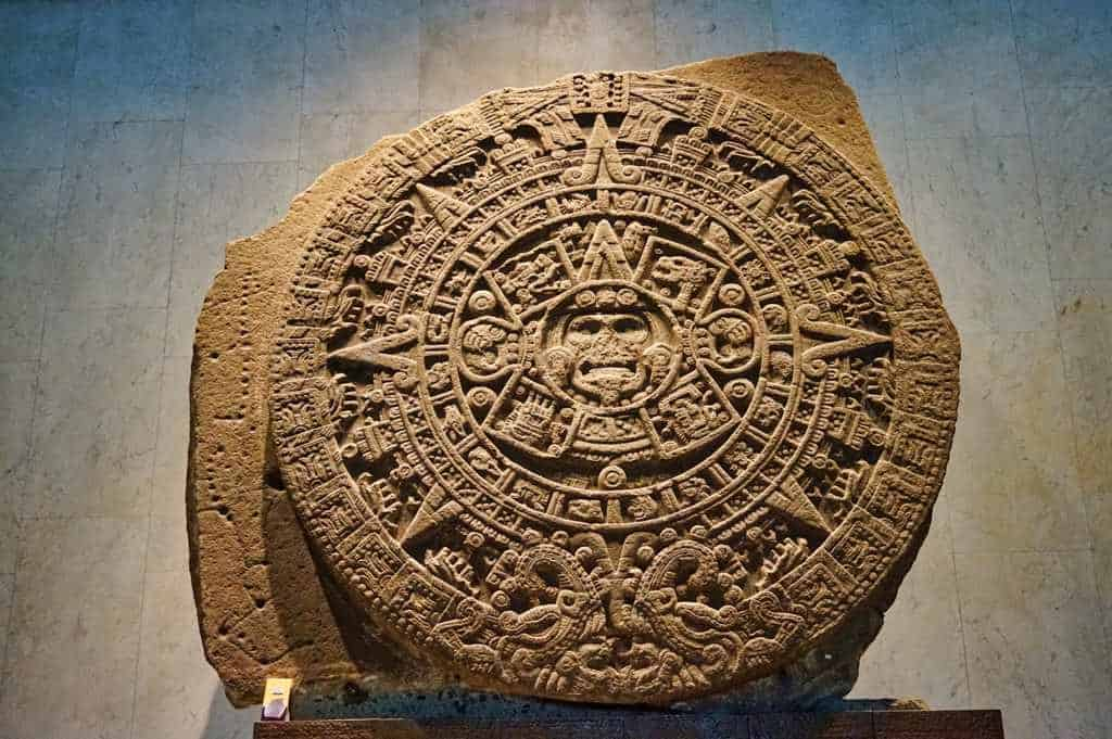 Piedra de Sol im anthropologischen Museum in Mexico City