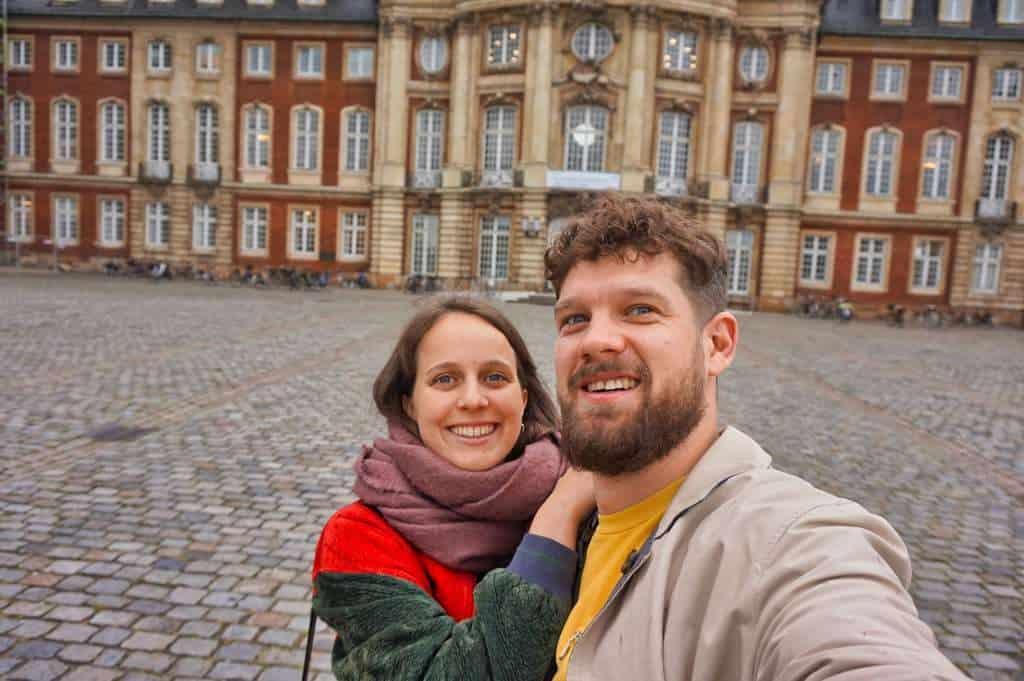 Marie und Chris vor dem Schloss in Münster