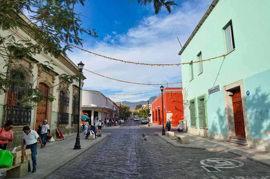 Eine pittoreske Straße in Oaxaca in Mexiko