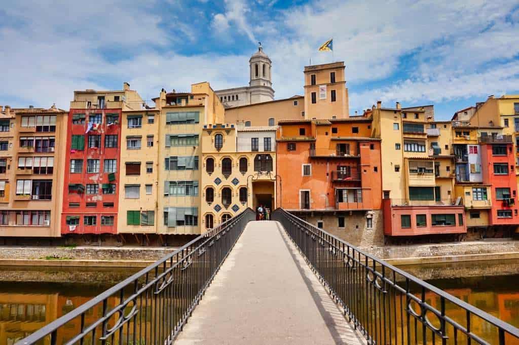 Typischen bunten Häuser und das Maso House von Girona