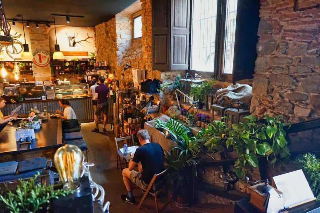 La Fabrica in Girona ist spezialisiert auf vegetarisches Essen und Fahrradfahrer.