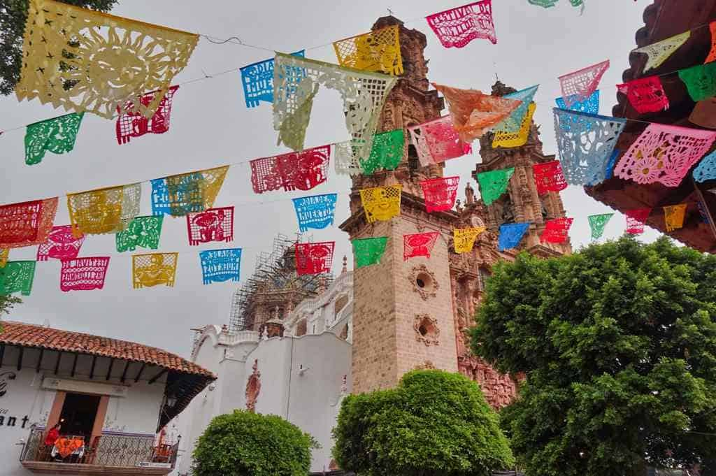 Papel piacado am Zocalo in Taxco südlich von Mexico City