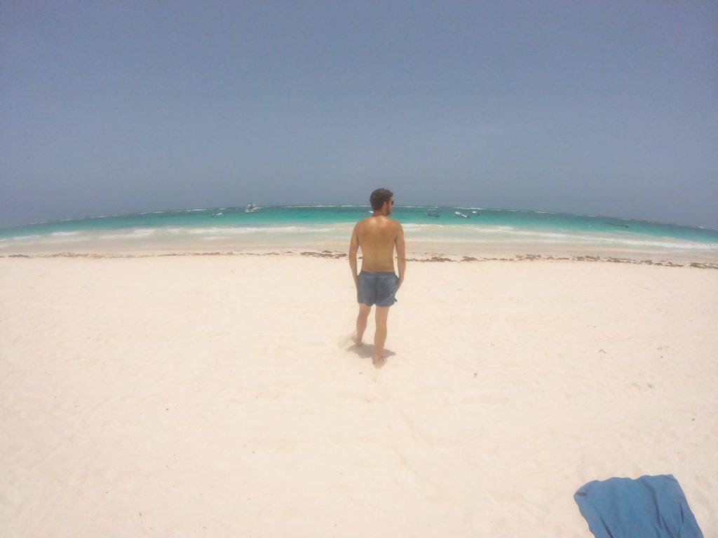 Chris am Playa Paraiso in Tulum, einem der schönsten Strände in Mexiko.