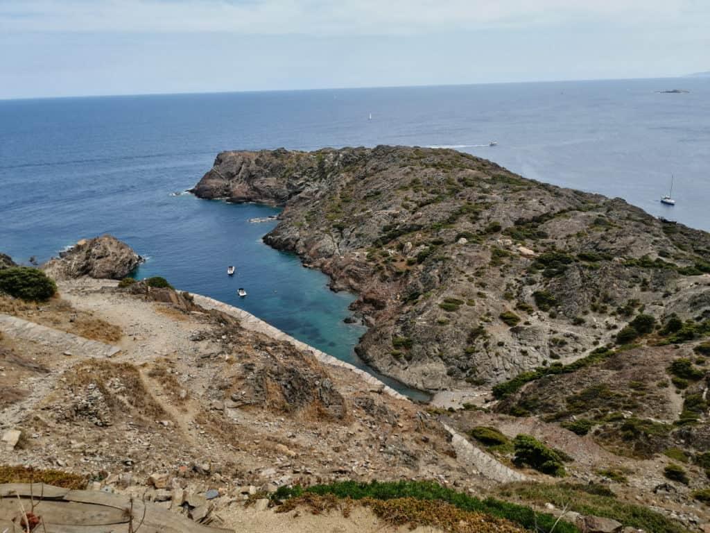 Bucht zum Baden beim Leuchtturm am Cap de Creus in Katalonien.